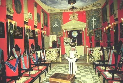 Los fascistas acumularon los trofeos de los masones españoles en Salamanca, hoy día no están escondidos, se están recuperando porque no dejaron ni uno