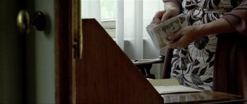 Traspaso del dinero negro en el Opus dei en la película Camino