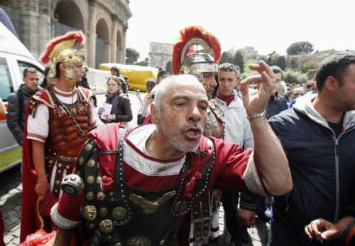 Centuriones en el Coliseo de Roma