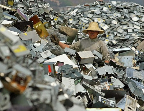 Montaña de basura electrónica