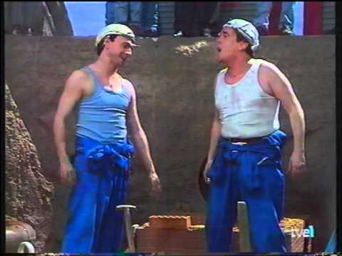 Obreros españoles en una zanja