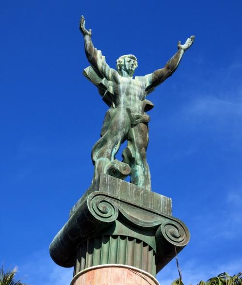 La estatua rusa, o La Victoria, en Puerto Banús