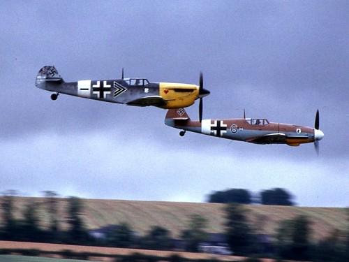 Caza nazi Messerschmit ME109 junto al caza español Hispano Aviación HA-1112