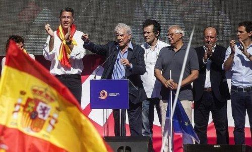 Josep Borrell en Catalunya junto al fachorrerío