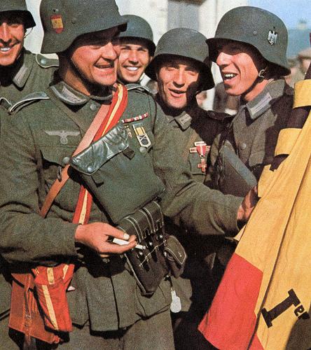 Fascistas de la División Azul con los nazis alemanes
